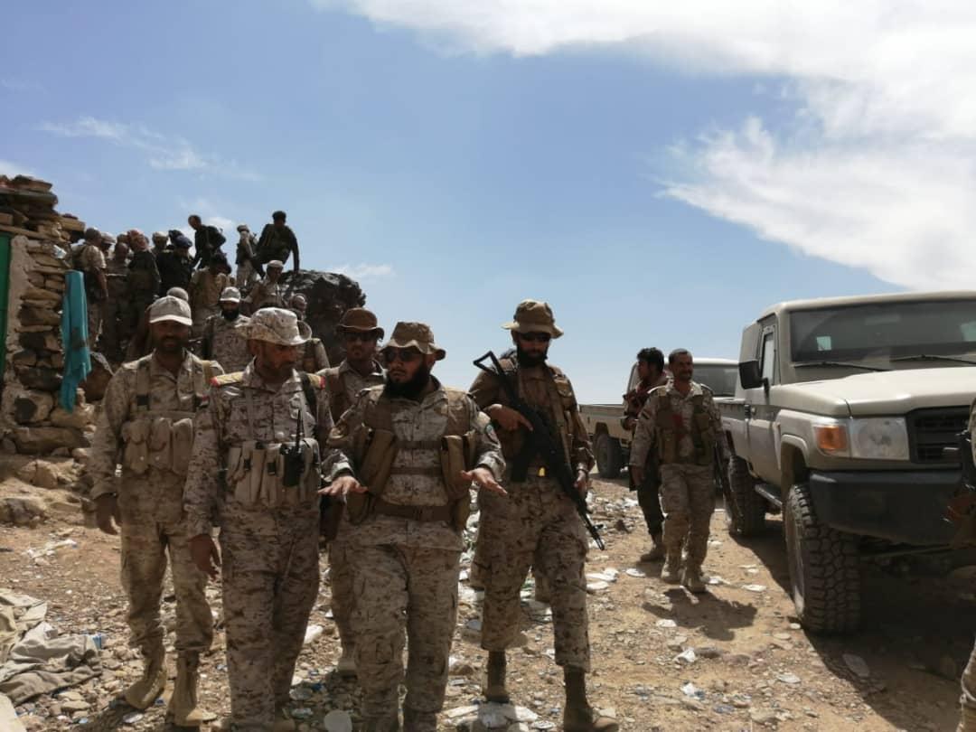 قائد العمليات المشتركة يطلع على سير العمليات العسكرية في محور قانية بالبيضاء