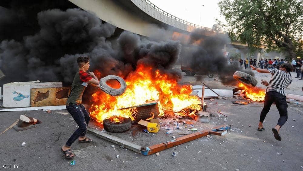 تجدد الاحتجاجات في العراق وقطع الطرق يشل الحركة في بغداد