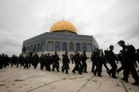 الاحتلال الإسرائيلي يعتدي على المصلين في المسجد الأقصى