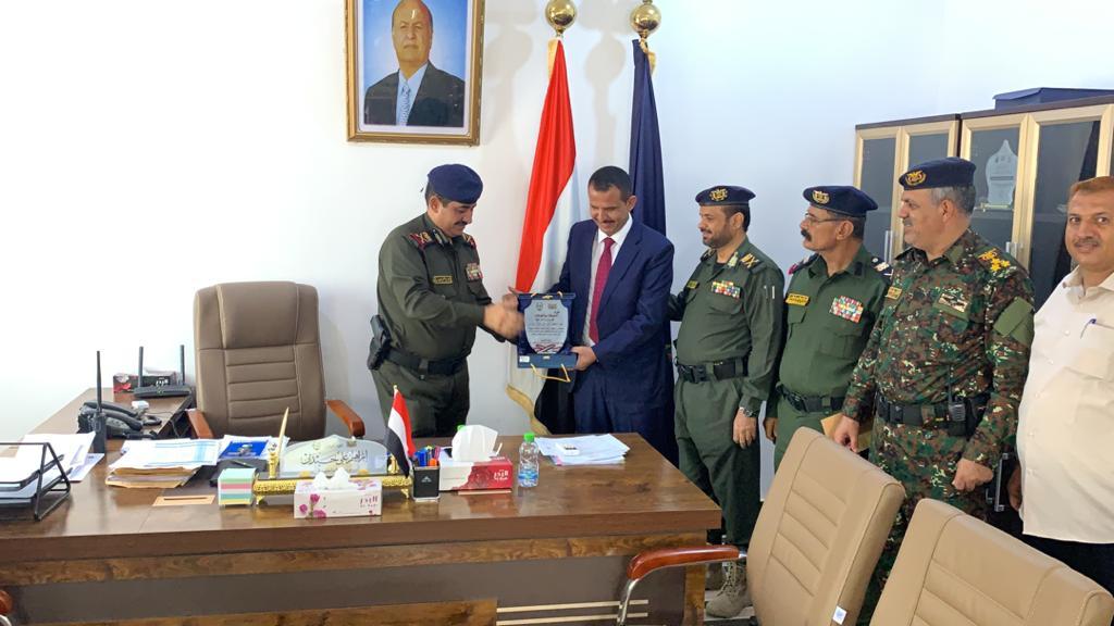 وزير الداخلية يكرّم النائب العام