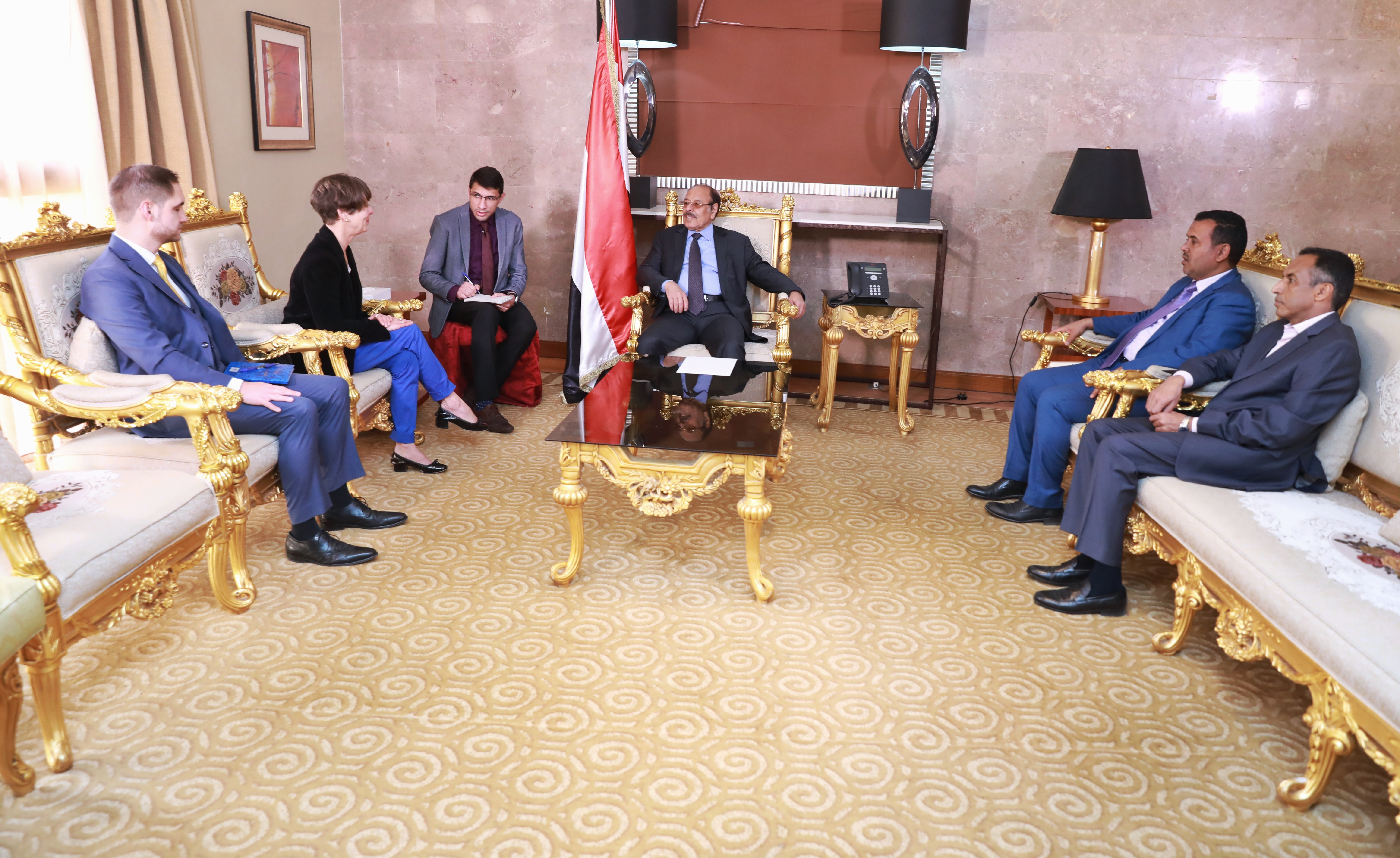 نائب رئيس الجمهورية يلتقي سفير ألمانيا الاتحادية لدى بلادنا